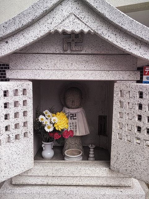 Swastikas on Shinto Shrine, Osaka, Japan. Photo by Sydney Solis