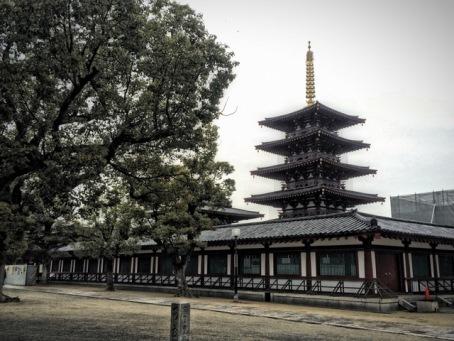 Shitennō-ji i Buddhist Temple and stupa, Osaka, Japan. Photo by Sydney Solis