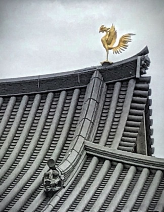 Golden phoenix on the rooftop of Hoo-do Hall, also known as Phoenix Hall at Byodo-in Buddhist Temple in Uji, Kyoto, Japan. Photo by Sydney Solis