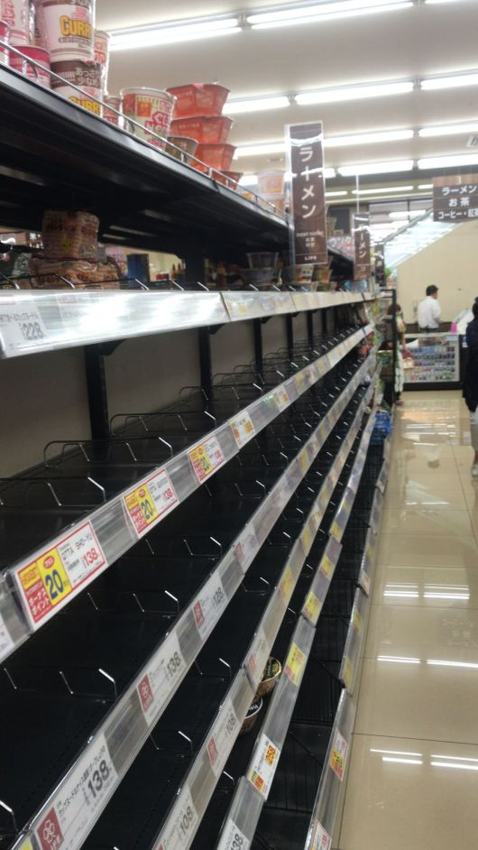 Grocery store shelves were bare at the Life grocery store in Shinmachi June 18 after the Osaka Earthquake. Photo by Paloma Solis
