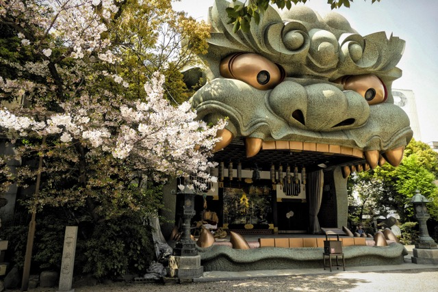 Is this just the best or what?!?!?!?! Namba Yasaka Jinja Shrine, Osaka, Japan. Photo by Sydney Solis