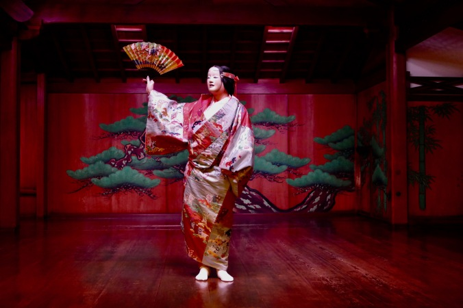 Dressed in Noh costume! Transformation and suspension of disbelief!